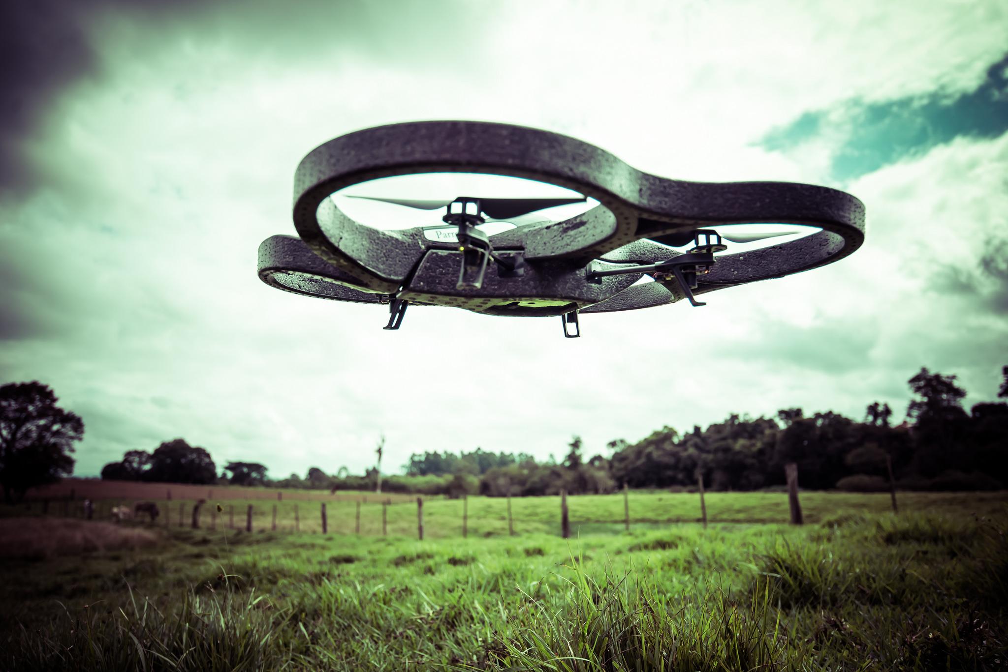 drone quadrocoptaire