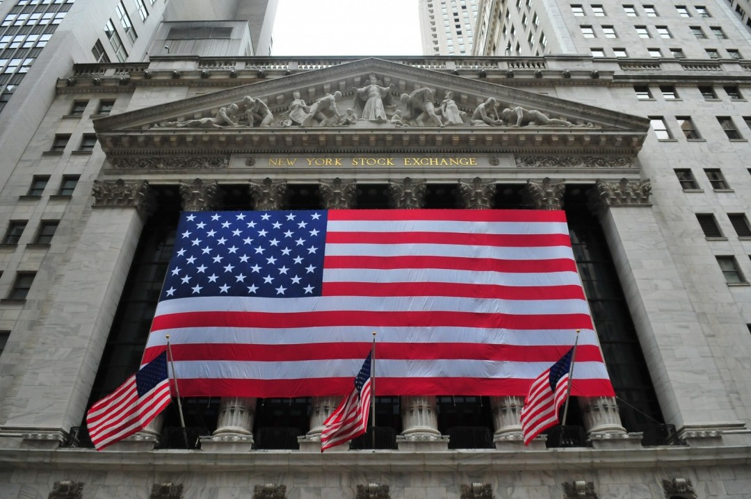 stock-exchange-wall-street-new-york-flags