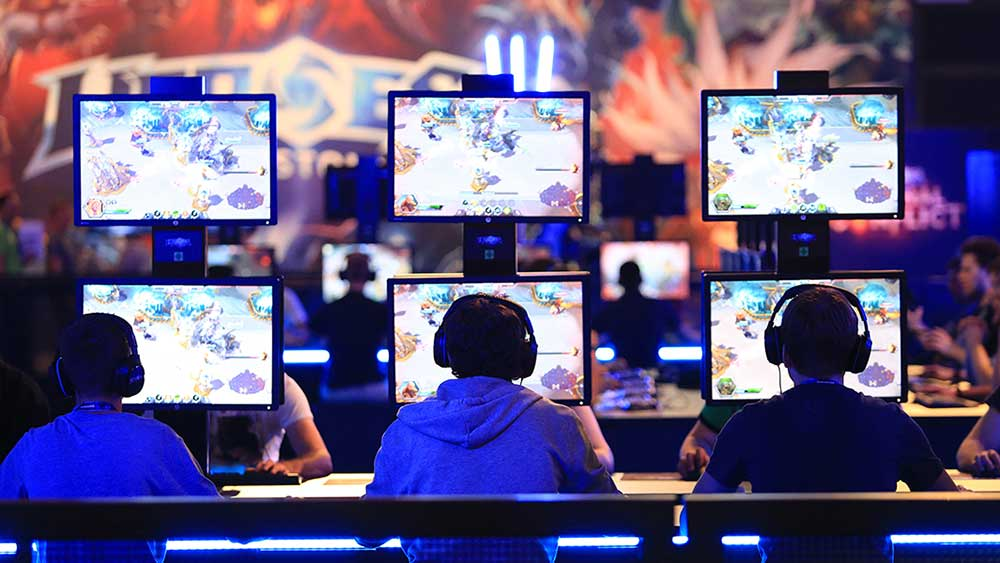 (Bloomberg) SMT0900-051316-Bloomberg Gamers wear headsets as they sit at a bank of monitors and play Activision Blizzard Inc.'s Heroes of the Storm computer game at the Gamescom video games trade fair in Cologne, Germany, on Wednesday, Aug. 5, 2015. The world's largest video-game fair runs from Aug. 6 to 8. Photographer: Krisztian Bocsi/Bloomberg